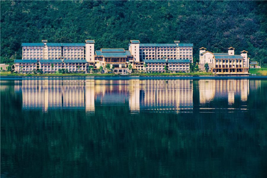 英德宝晶宫天鹅湖温泉酒店