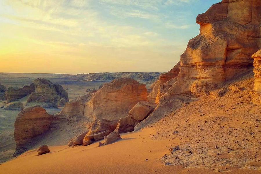 新疆尊享套餐、無購物貼心行程,探秘新疆、釋懷自我,探尋秘境,伴您玩轉沙漠5天4晚全程品質酒店、野外露營+火云谷+哈密大海道+庫木塔格沙漠