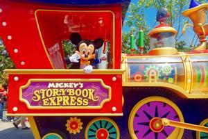 【我是旅行家】带你说走就走打卡迪士尼