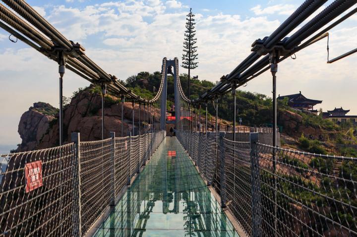 路走龙形黄金寨——玻璃吊桥如银龙