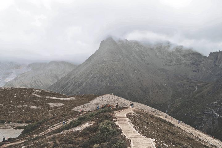 山水雾都,天府之国,我们用游客的身份各逗留了48小时。