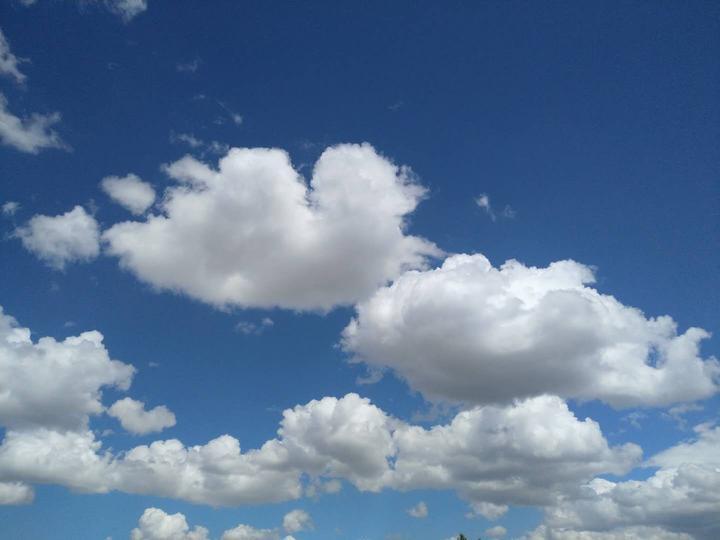 西部遇见 蓝天白云