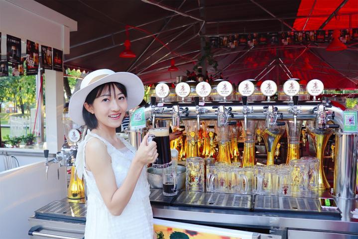 """当啤酒节""""遇见""""太阳岛,来哈尔滨的人都喝美了"""