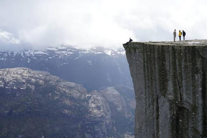 挪威最独特的三大奇石之——步道石