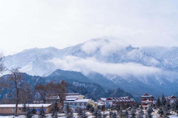 【年末去哪玩】冬游马蹄寺,在雪地上撒点野