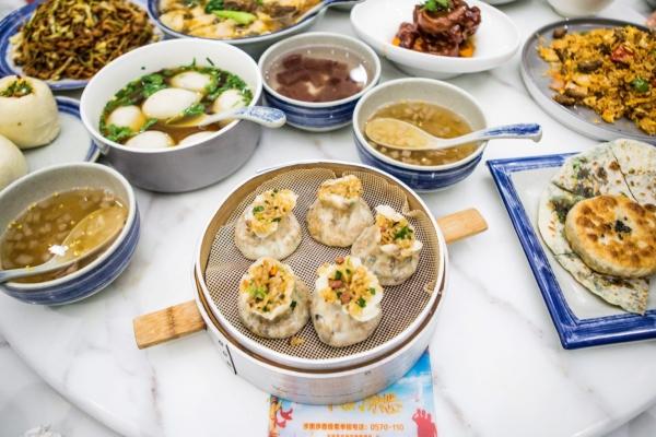 【新年輕度假】龍游旅行吃什么?這幾家餐廳你不可錯過,從本地菜到小吃店齊全