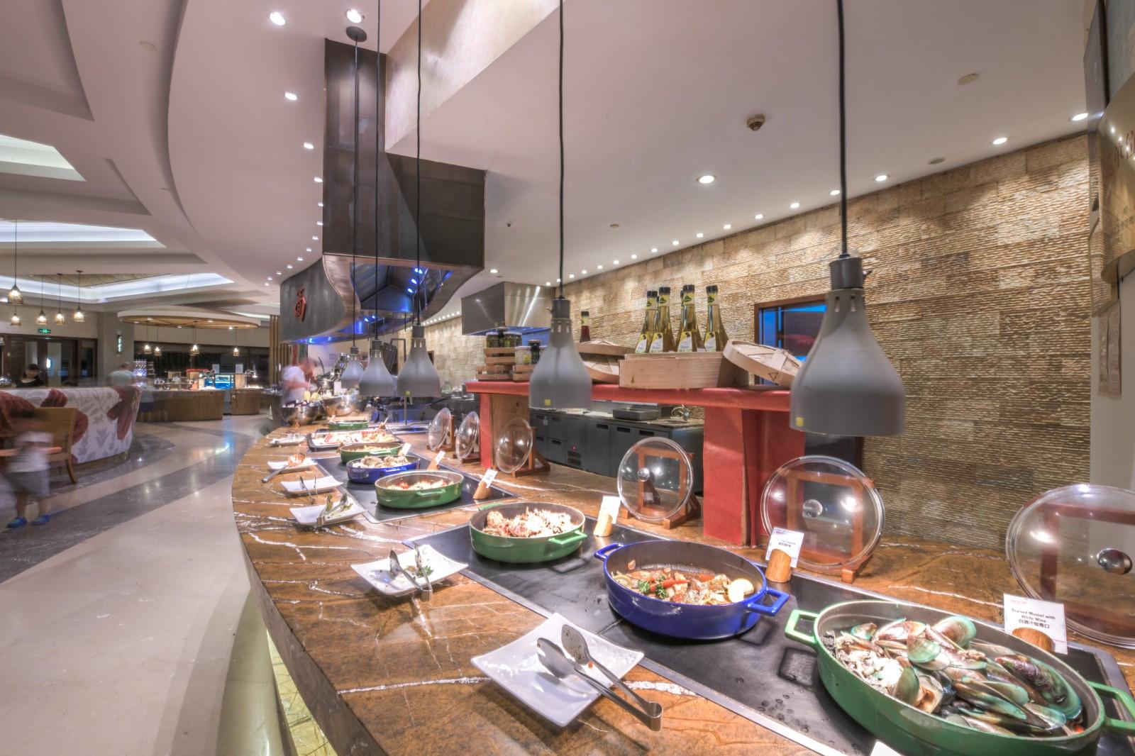 去亞龍灣度假,自助晚餐是很好的選擇,吃得好還省錢