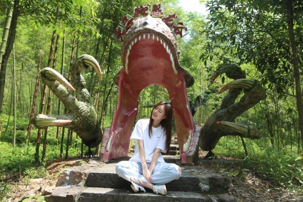 浙江最美之地桐庐,有国内最大的竖井式溶洞,有神秘的恐龙游乐园