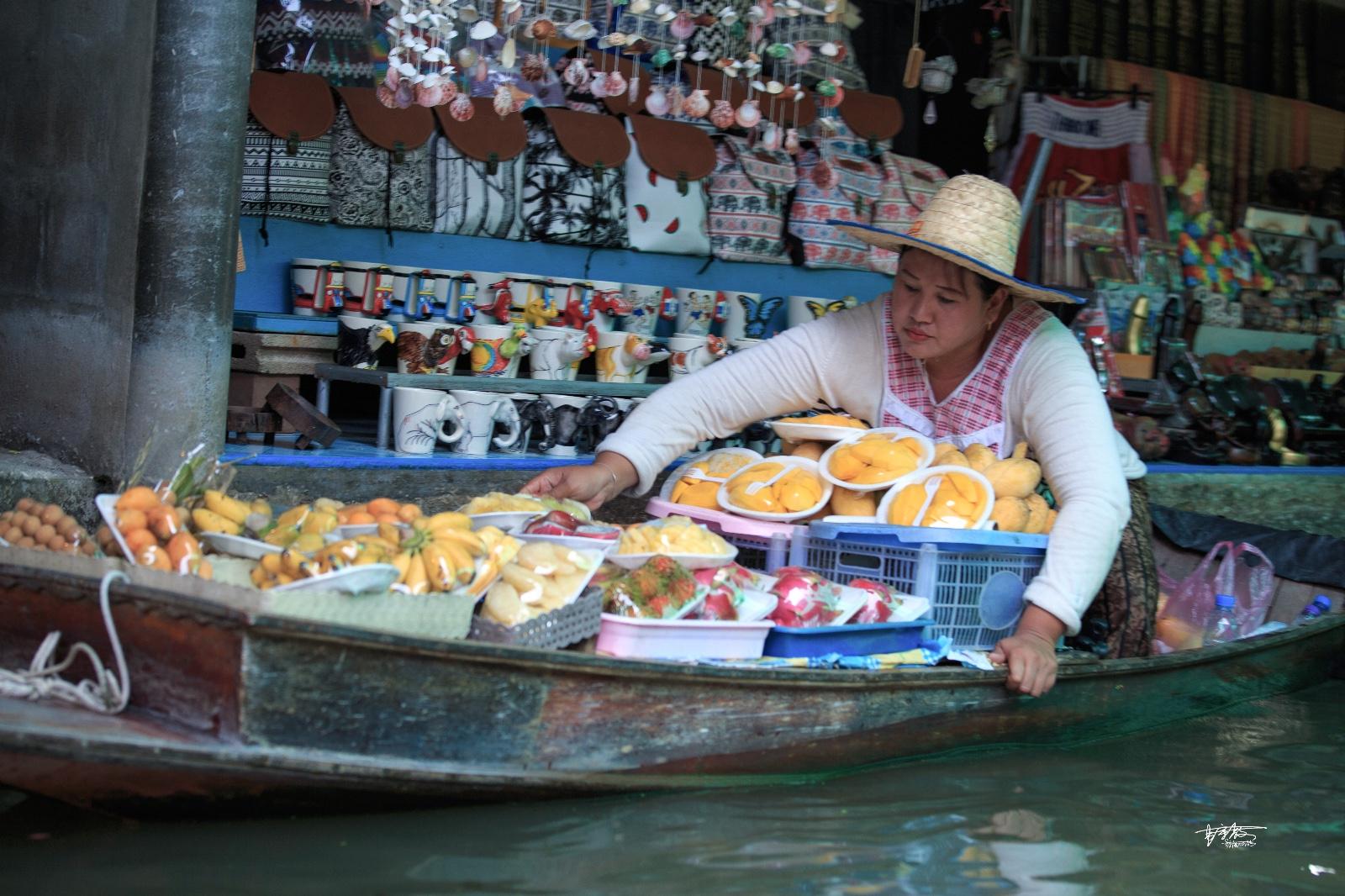 【美图Pick计划】曼谷丹嫩沙多水上集市:波光里的烟火人间