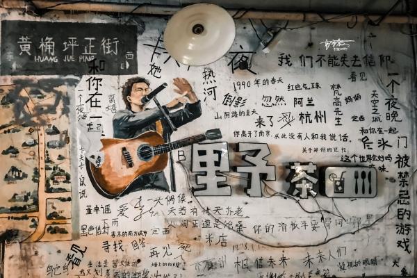 【美图Pick计划】藏在山城街头的梦幻涂鸦,绘满一幢楼,还有《梵高先生》