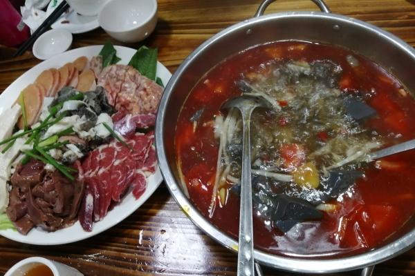 【美图Pick计划】在灌阳吃的酸汤火锅跟贵州的完全不一样,更别有风味