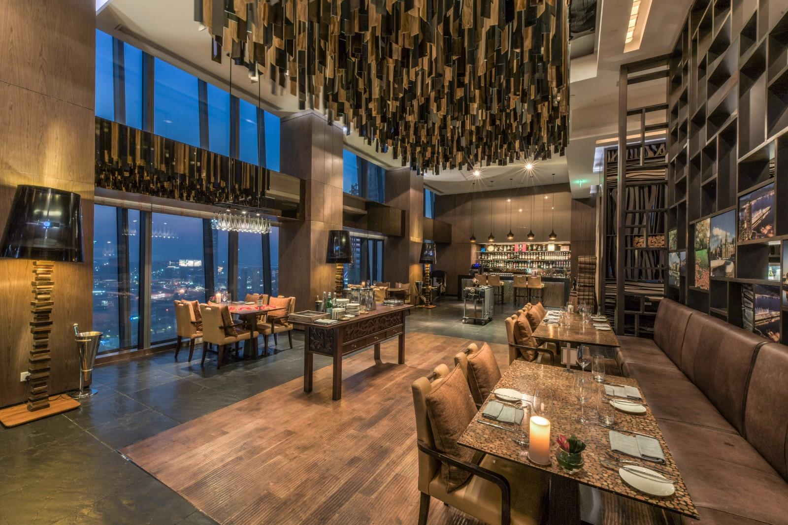 南京扒房:观景极佳的西餐厅,河西商务区的绝配