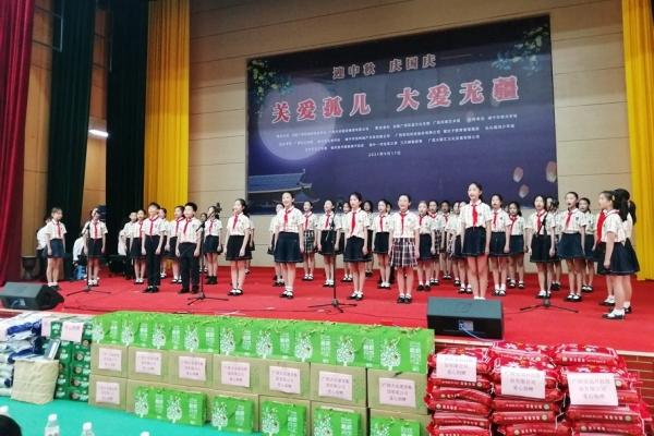 """南宁:""""关爱孤儿,大爱无疆""""文艺演出,捐款捐物价值共15万多元"""