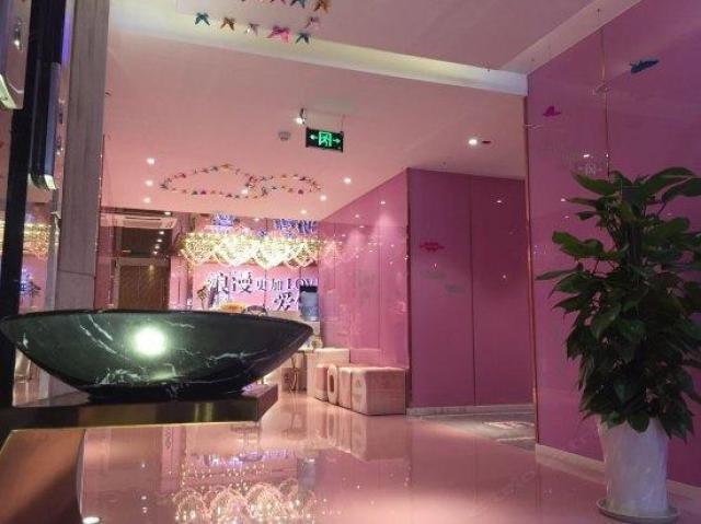万爱情侣主题酒店(咸宁店)